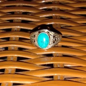 Jewelry - Sterling silver turqoise ring